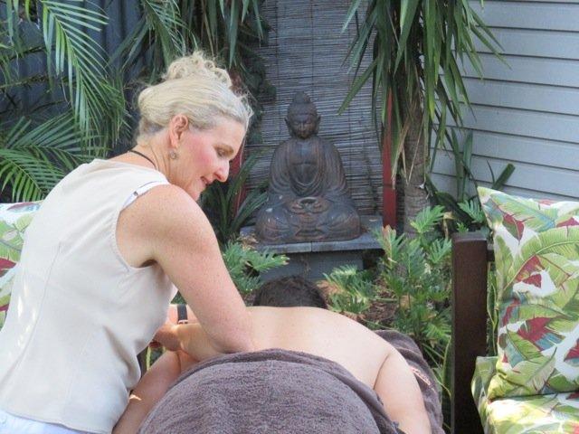 Massage Anne working 4