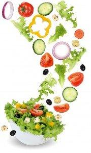 Detoxification Gesund vegetarisch Essen Salat mit Tomate, Gurke, Zwiebel und Paprika